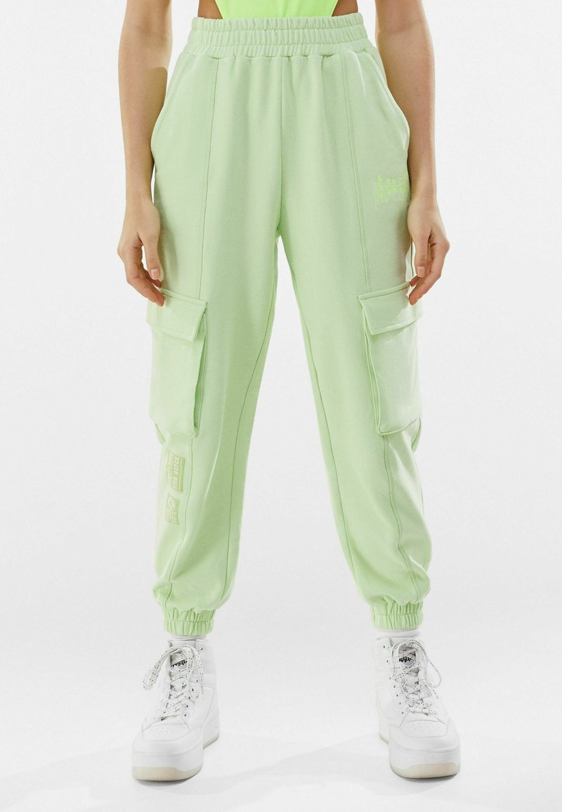 Bershka - Pantalon de survêtement - green