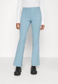 Weekday - RITZA SKINNY FLARED TROUSER - Kalhoty - blue - 0