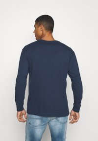 Tommy Jeans - CONTRAST LINEAR  - Maglietta a manica lunga - twilight navy - 2