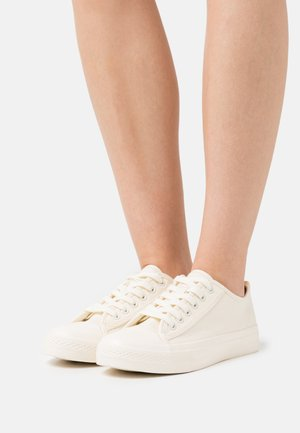 LACE UP TRAINERS - Tenisky - white