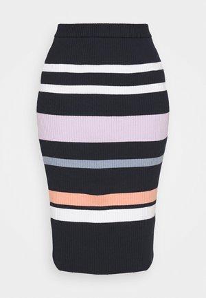 RUE ABOVE THE KNEE SKIRT - Pouzdrová sukně - shimp
