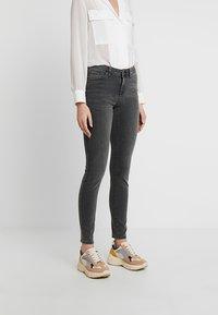 Selected Femme - SLFIDA SMOKE - Jeans Skinny Fit - black denim - 0
