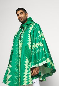 Nike Performance - NFF NIGERIA PONCHO - National team wear - pine green/sub lime/pure platinum/black - 5
