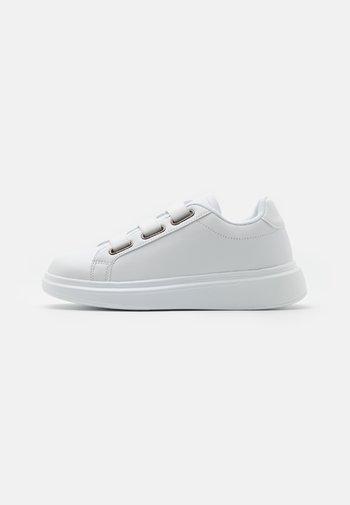 CORSICA - Trainers - white