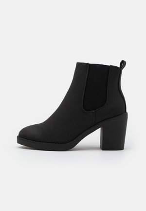 WIDE FIT DUSTIN  CHELSEA - Ankle boots - black
