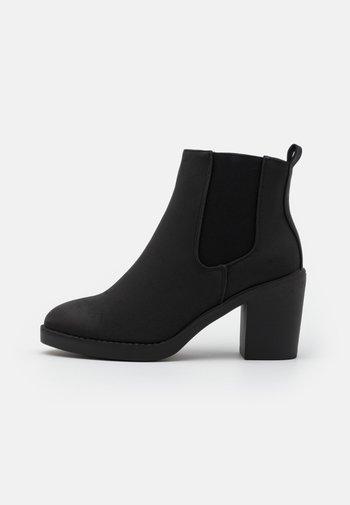 WIDE FIT DUSTIN  CHELSEA - Kotníková obuv - black