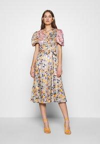 Never Fully Dressed - ZSA ZSA SPLICED DRESS - Cocktailkjole - multi coloured - 0