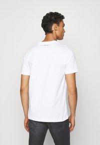 John Richmond - TOLIMA REGULAR - Print T-shirt - white - 2