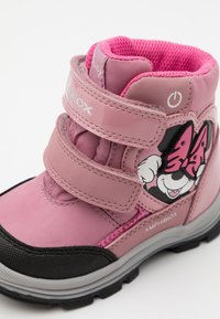 Geox - DINSEY FLANFIL GIRL ABX - Winter boots - rose - 5