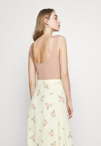 Glamorous - MIDI SKIRTS WITH FRONT SPLIT - A-line skirt - yellow/pink - 4