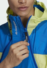 adidas Originals - ADIDAS ADVENTURE MISHMASH BLOCKED SHELL JACKET - Windbreaker - yellow - 3