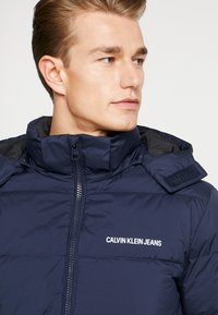 Calvin Klein Jeans - HOODED PUFFER - Down jacket - night sky - 3