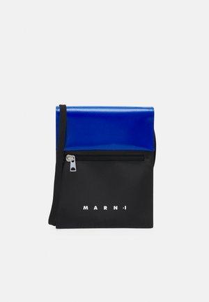 TRIBECA POUCH UNISEX - Across body bag - black/royal