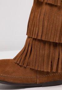 Minnetonka - 3 LAYER FRINGE - Cowboy/Biker boots - brown - 2