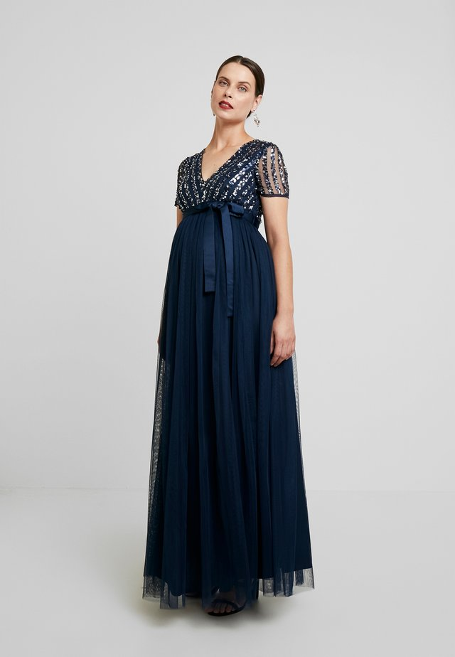 STRIPE EMBELLISHED V NECK MAXI DRESS WITH TIE BELT - Galajurk - navy