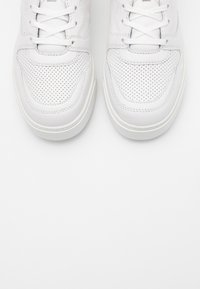 Michael Kors - BAXTER - Sneakersy niskie - optic white - 5