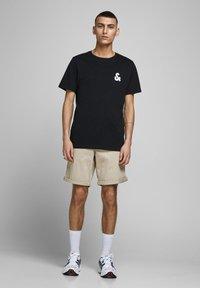 Jack & Jones - Shorts - white pepper - 1