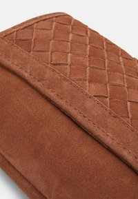 Zign - LEATHER - Across body bag -  cognac - 3