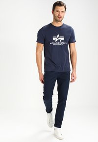 Alpha Industries - BASIC - Print T-shirt - navy - 1