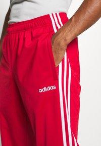 adidas Performance - 3 STRIPES SPORTS REGULAR PANTS - Teplákové kalhoty - scarlett/white - 4