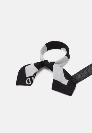 KIOSKI ETEVÄ LOKKI SCARF - Pañuelo - black/white