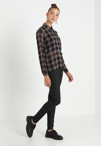 JDY - JDYELYN COATED - Jeans Skinny Fit - black - 1