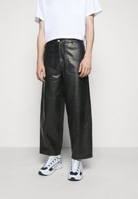 Holzweiler - TEFF TROUSER  - Leather trousers - black - 4