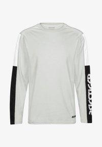 ASICS SportStyle - T-shirt à manches longues - glacier grey heather - 0