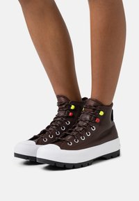 Converse - CHUCK TAYLOR ALL STAR MC LUGGED - High-top trainers - dark root/white/black - 0