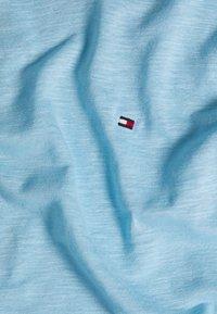 Tommy Hilfiger - VIKKI ROUND - Basic T-shirt - sail blue - 2
