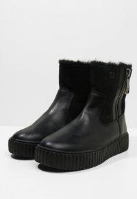 Pajar - CALINE - Kotníkové boty na platformě - black - 4