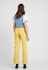 Sister Jane - CITRUS PATCH POCKET TROUSERS - Trousers - yellow - 2