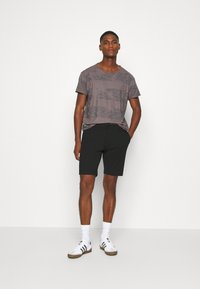 INDICODE JEANS - AALBORG - Shorts - black - 1