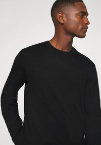 GAP - CORE CREW - Jersey de punto - true black