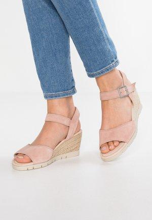 WIDE FIT - Wedge sandals - light rose