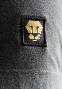 Liger - LIMITED TO 360 PIECES - DARRIN UMBOH - LIGER - T-SHIRT PRINT - Print T-shirt - dark grey - 4