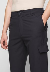 Holzweiler - HAROLD TROUSERS - Cargo trousers - blueberry - 4