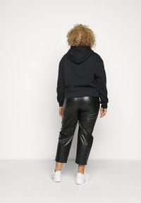 Calvin Klein Jeans Plus - ECO - Hoodie - beh - 2