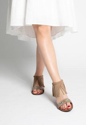 MOROCCO - Sandalen met enkelbandjes - taupe
