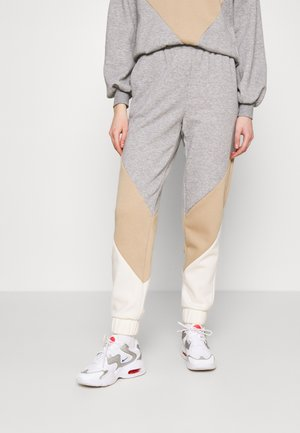 VMNATALIA - Tracksuit bottoms - light grey melange/birch