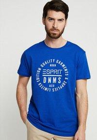 Esprit - T-shirt z nadrukiem - bright blue - 0