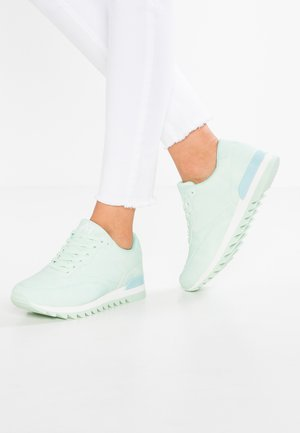 Trainers - mint