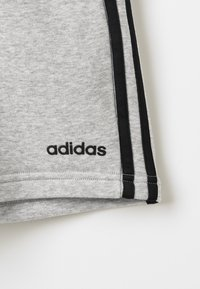 adidas Performance - BOYS ESSENTIALS 3STRIPES SPORT 1/4 SHORTS - Pantaloncini sportivi - medium grey heather/black - 4