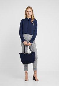 Lauren Ralph Lauren - KEATON TOTE-SMALL - Handbag - navy - 1