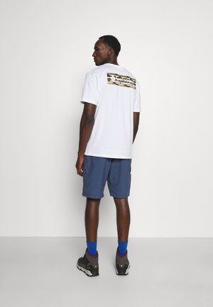 NORTH CASCADES™ SHORT SLEEVE TEE - T-shirt con stampa - white