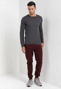 Pier One - Teplákové kalhoty - bordeaux - 1