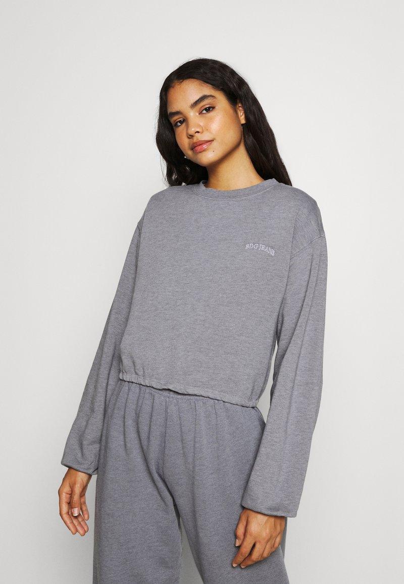 BDG Urban Outfitters - BUBBLE HEM - Sweatshirt - marlin blue
