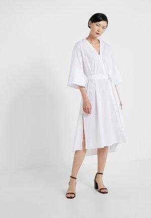 CASSY - Vestido camisero - white