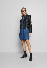 Marc O'Polo DENIM - DRESS FEMININE PATCHED POCKET - Vestito di jeans - february blue dress - 1
