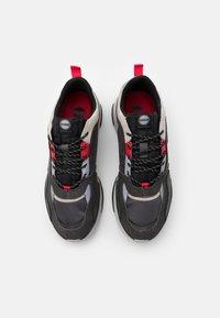 Colmar Originals - AYDEN BLADE - Sneakers laag - grey/red - 3